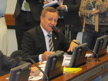 Comissão aprova projeto de lei de Colatto que exige anotação de vacinas na carteira de trabalho