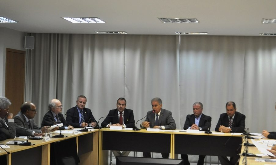 """""""Greve de fiscais agropecuários é preocupante"""", diz deputado Colatto"""