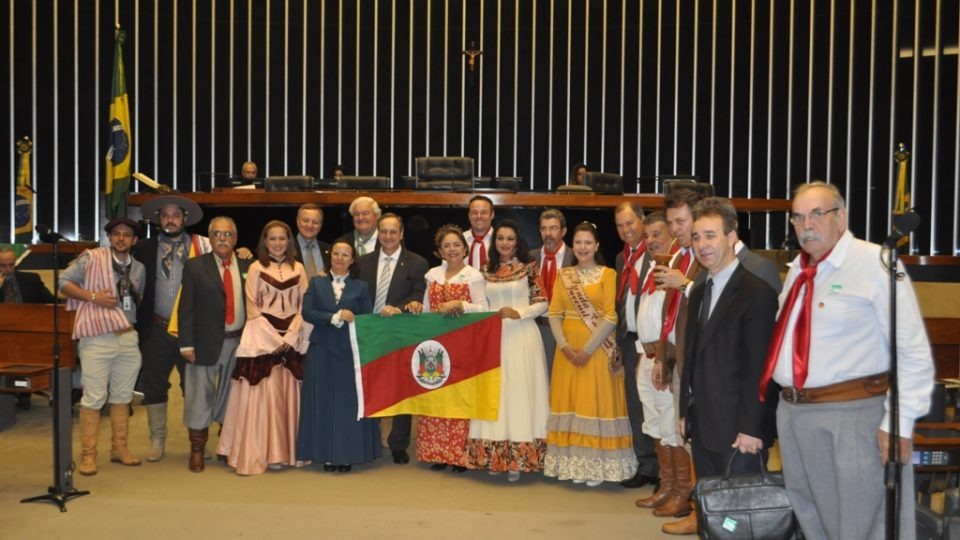 Colatto participa de sessão solene em homenagem a Revolução Farroupilha