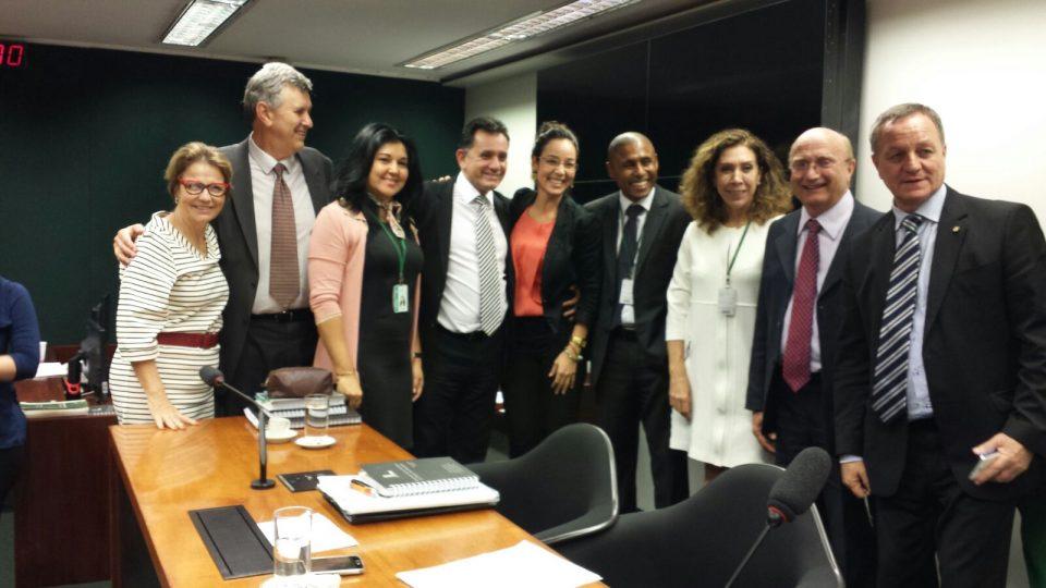 Comissão aprova PEC sobre demarcação de terras indígenas