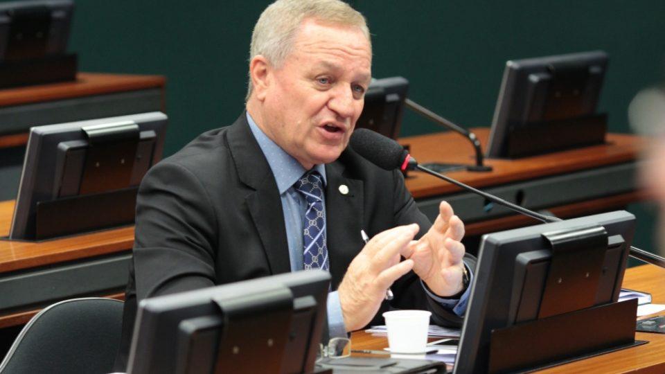 Colatto propõe limitação de taxas de juros dos cartões de crédito