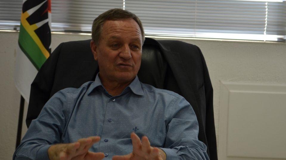 Colatto defende projeto de exploração de pescados em tanques-rede