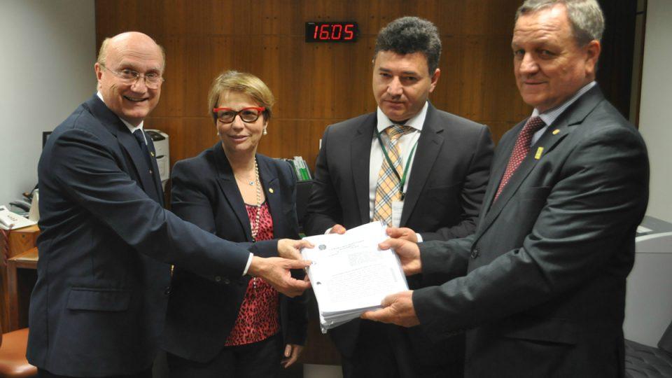 Colatto protocola requerimento para nova CPI da Funai e Incra
