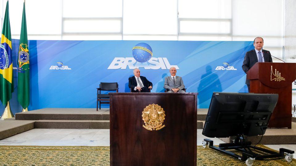 Governo anuncia R$ 1 bilhão para UPAs, remédios e vacina contra meningite