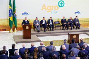 Brasília - DF, 24/08/2016. Presidente em Exercício Michel Temer durante cerimônia de lançamento do Plano Agro+: medidas de desburocratização para implementar o agronegócio brasileiro. Foto: Marcos Corrêa/PR