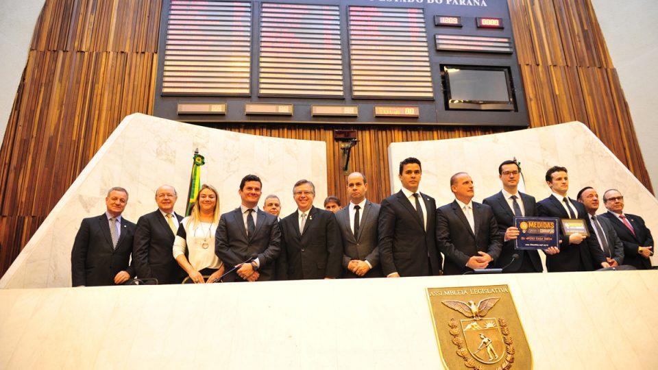 Colatto discute medidas contra corrupção em Curitiba