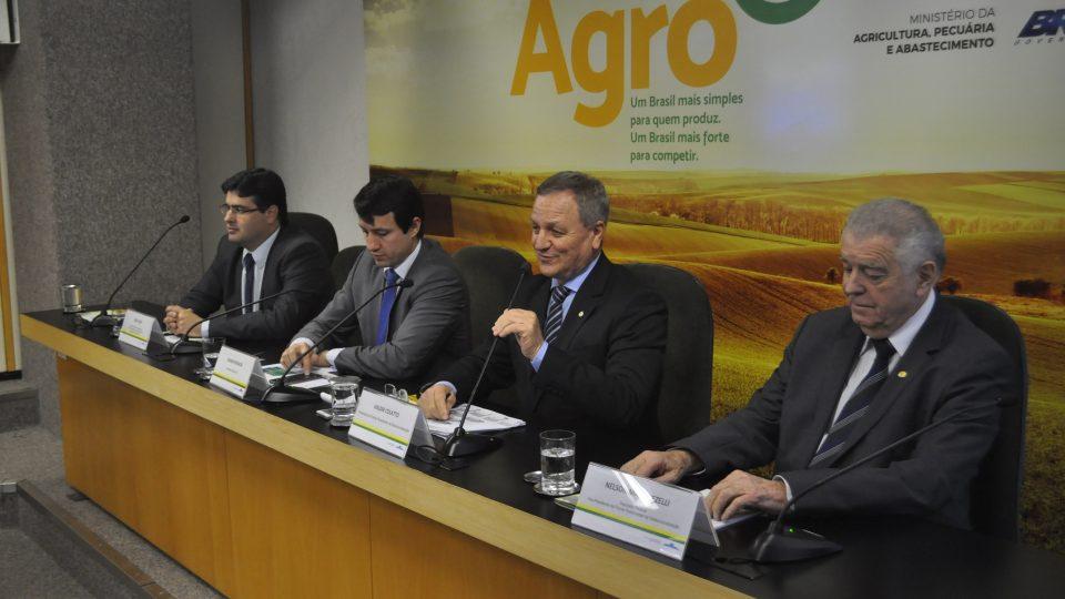 Deputado Colatto e Ministério da Agricultura assinam acordo para desburocratização