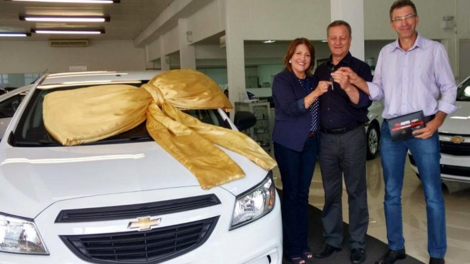 Colatto entrega veículo para setor da saúde de Guatambu
