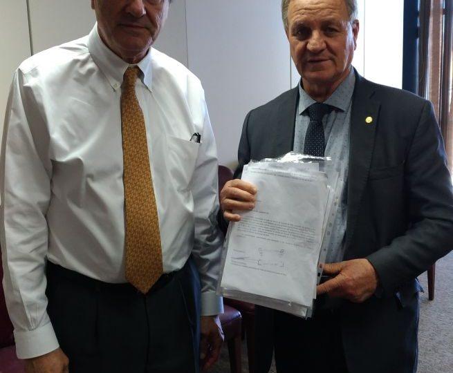 Colatto entrega abaixo assinado de Morro dos Cavalos ao ministro da Justiça