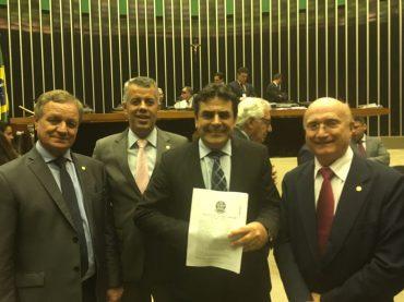 Câmara aprova projeto que autoriza cooperativas a prestar serviços bancários para prefeituras