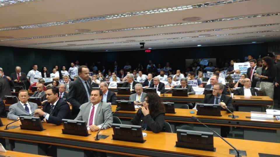 Marco legal do transporte rodoviário de cargas: pedido de vista adia votação