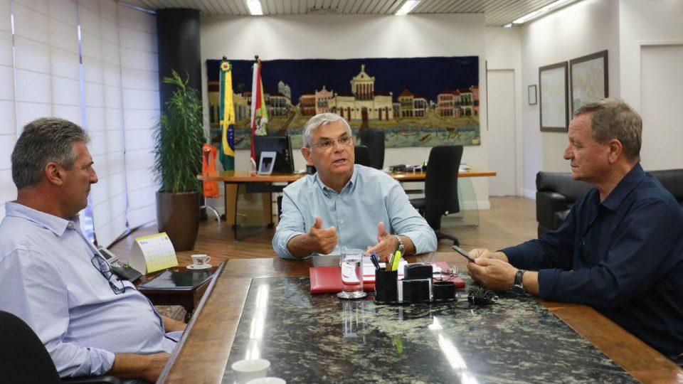 Audiência com o governador: Colatto cobra regulamentação e atenção para rodovias