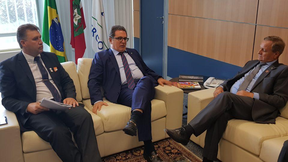 Deputado Colatto e prefeito de Abdon Batista buscam recursos no Ministério do Turismo