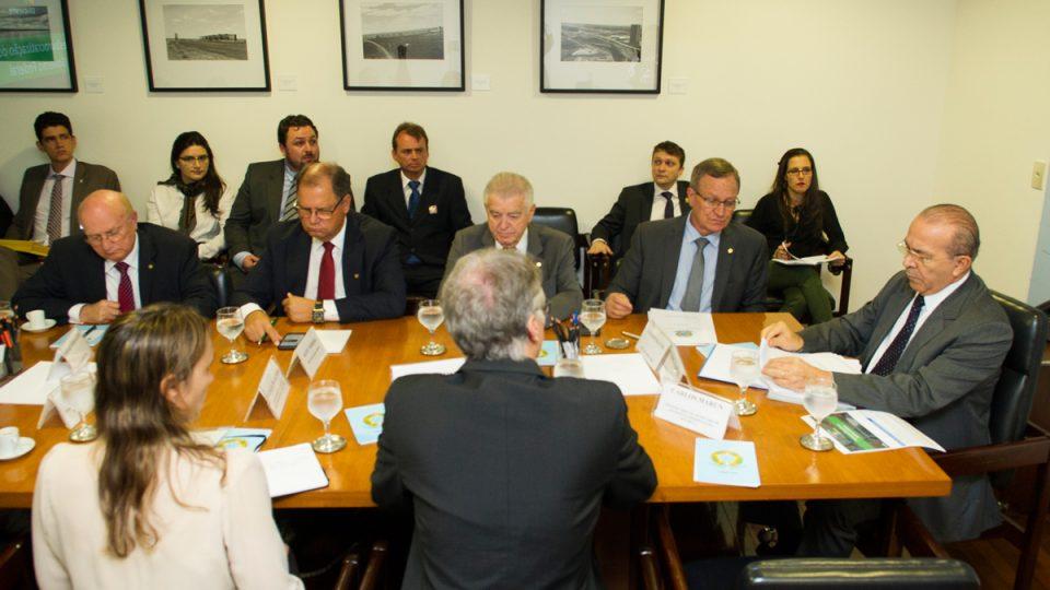 Deputados da Frente Parlamentar da Desburocratização participam de audiência na Casa Civil